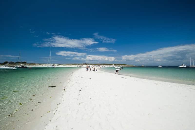 Banc de sable qui relie l'île Saint Nicolas et l'île Bananec à marée basse