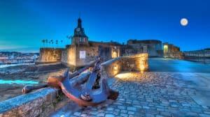Ville close de Concarneau la nuit camping Finistère